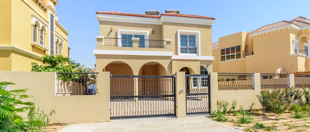 Beautiful 5 bed custom villa for sale Price AED 3,600,000